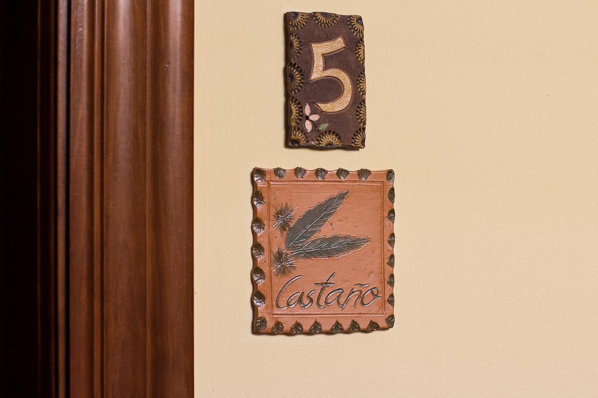 Habitaciones hotel la figar for Cartel puerta